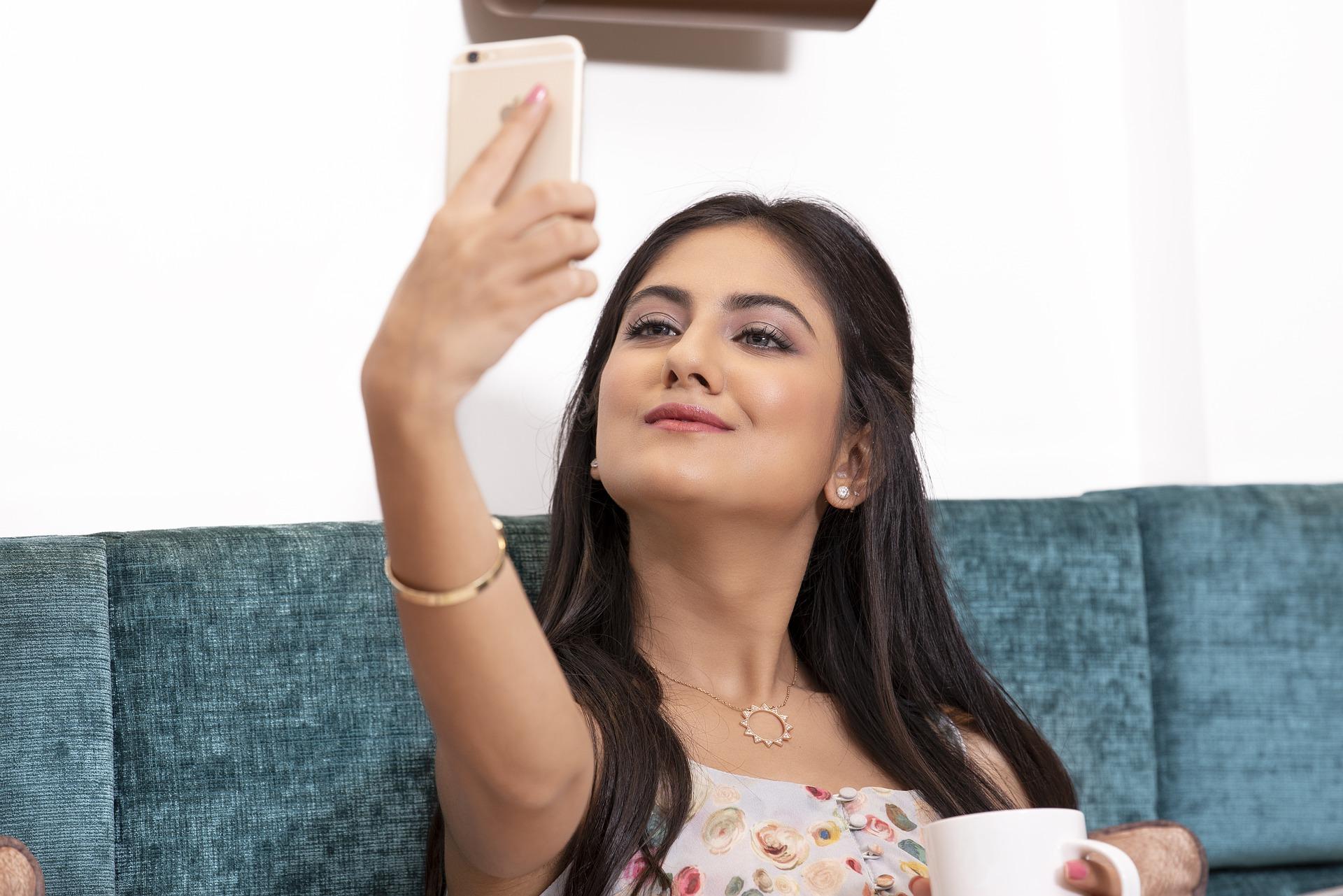 selfie 4255887 1920